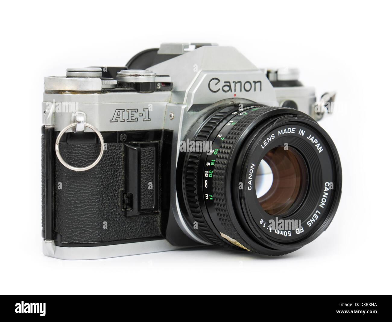 1970 s canon ae 1 vintage 35mm slr film camera with fd 50mm f 1 8 rh alamy com Manual Camera 35Mm SLR Camera minolta manual focus slr cameras