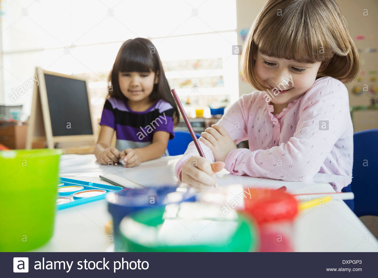 Girls drawing in art class - Stock Image