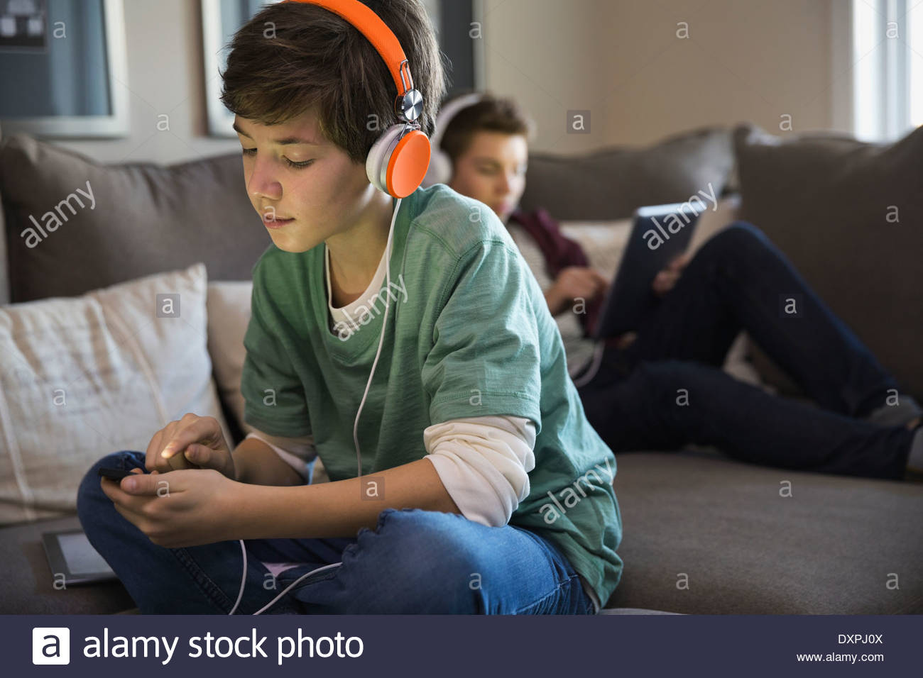 Boy listening to music on smart phone - Stock Image