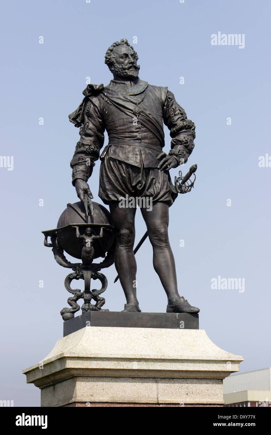 Bronze statue of Sir Francis Drake on Plymouth Hoe, South Devon Stock Photo