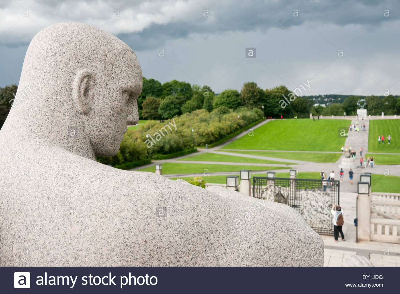 sculpture-by-gustav-vigeland-in-the-vigeland-park-oslo-norway-DY1JDG.jpg
