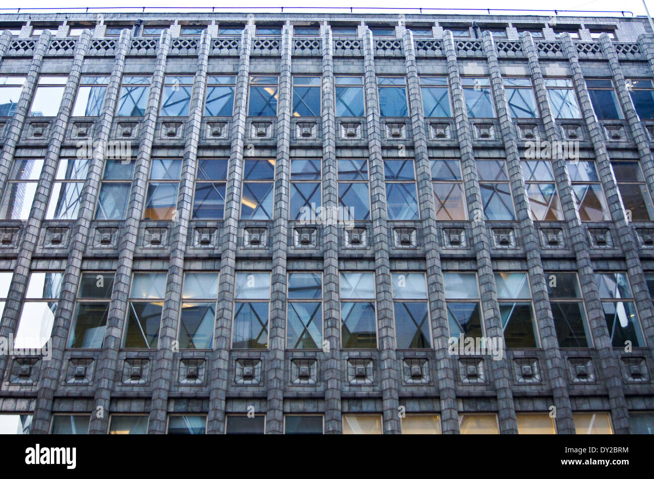 holland-house-by-hendrik-petrus-berlage-1916-bury-street-city-of-london-DY2BRM.jpg