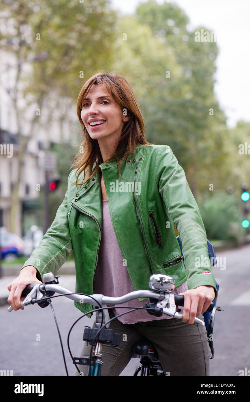 Woman commuting by bicycle - Stock Image
