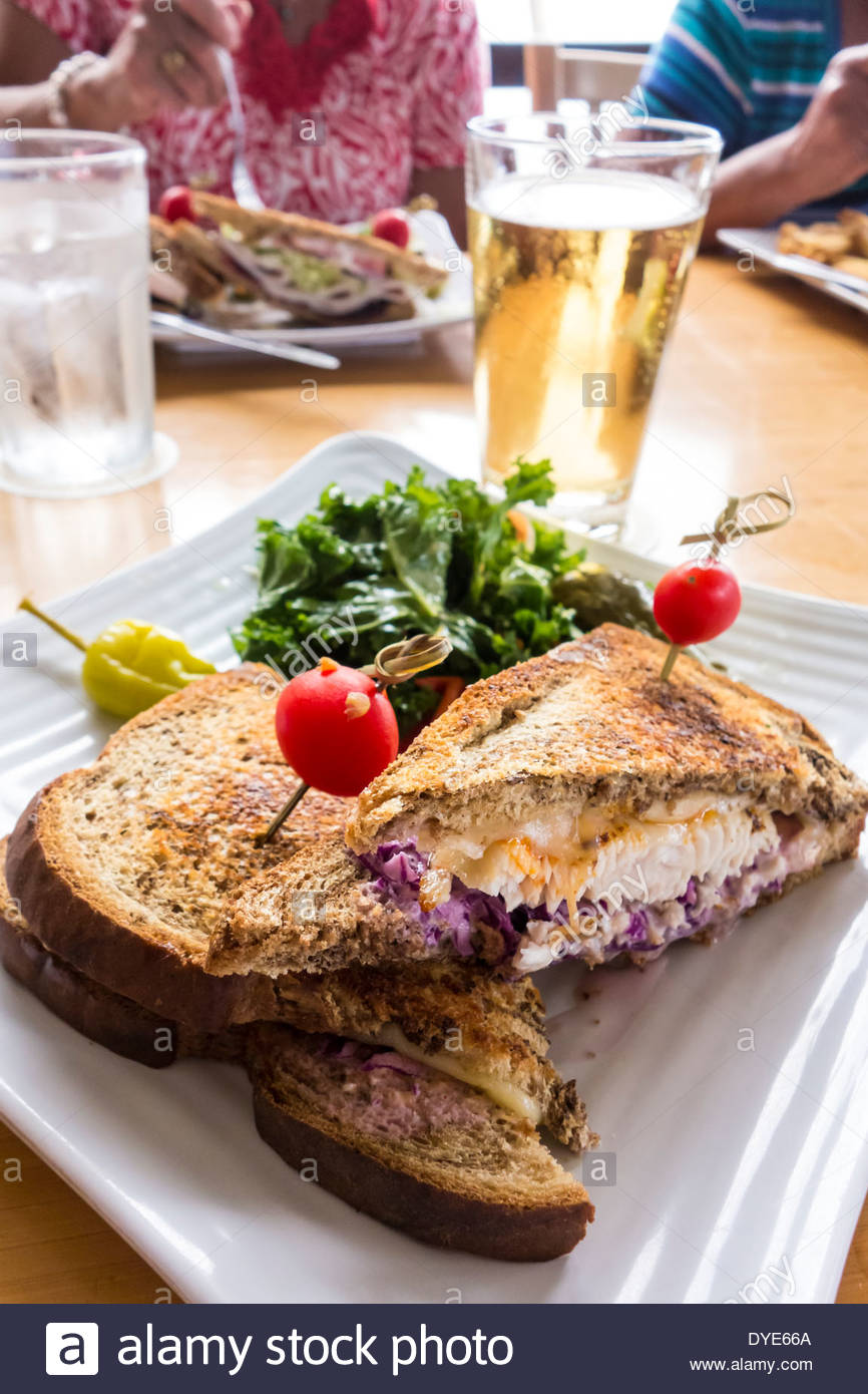 fish-reuben-sandwich-for-lunch-at-lahain