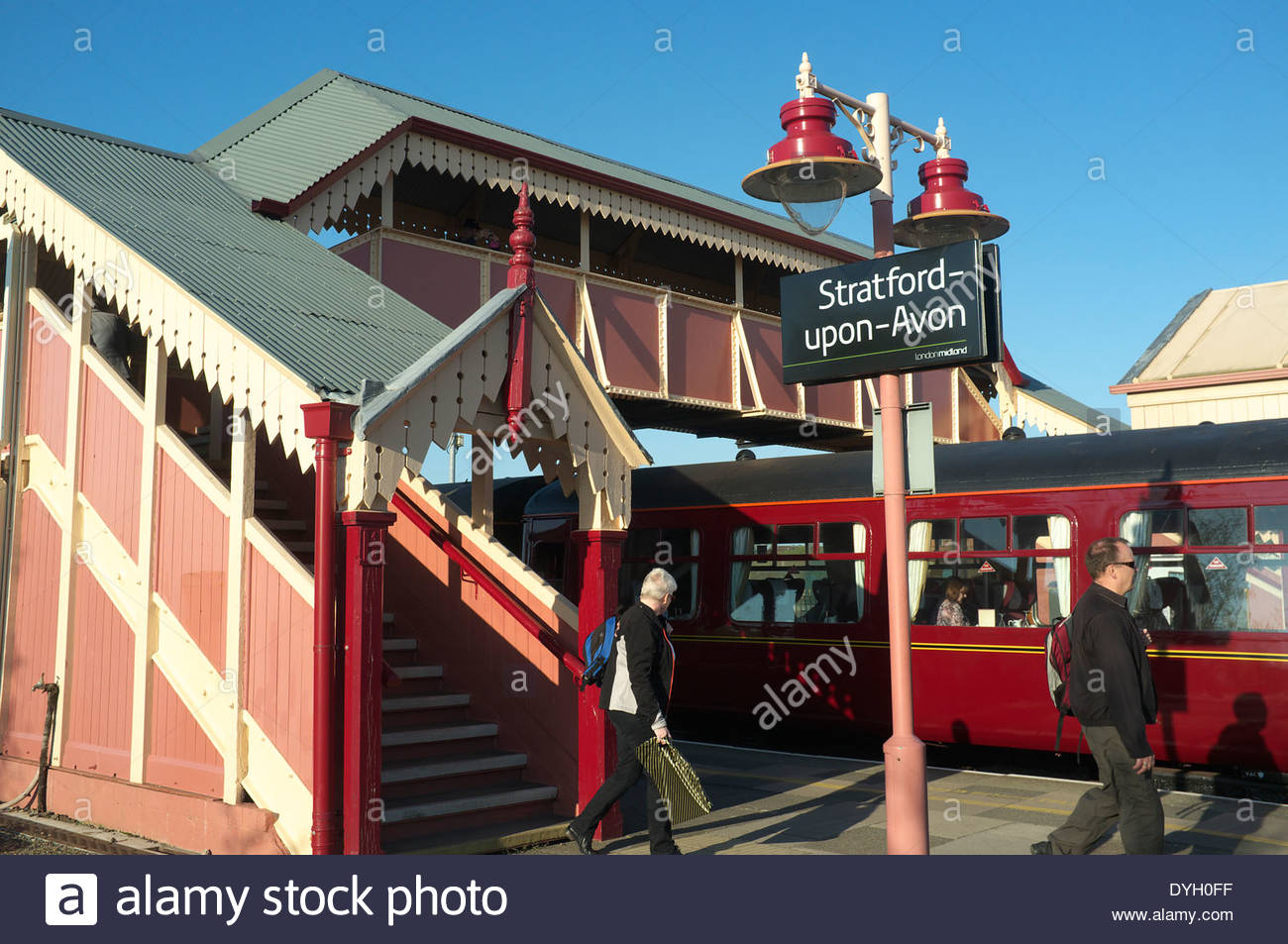 Stratford-upon-Avon railway station, with the passenger footbridge and old style lighting visible. Warwickshire, Stock Photo