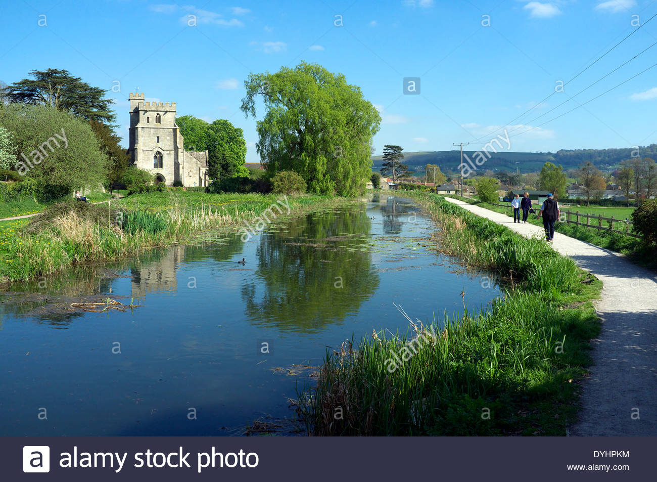 stcyrs-church-in-stonehouse-near-stroud-stroudwater-navigation-canal-DYHPKM.jpg