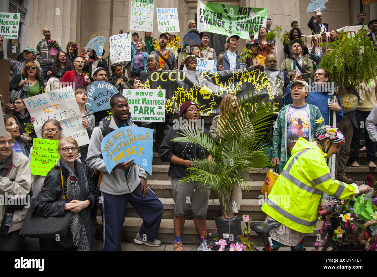 New York, NY, USA , 22nd Apr, 2014. Environmental activists rally on Earth Day at Zuccotti Park, then march to Wall - Stock Image