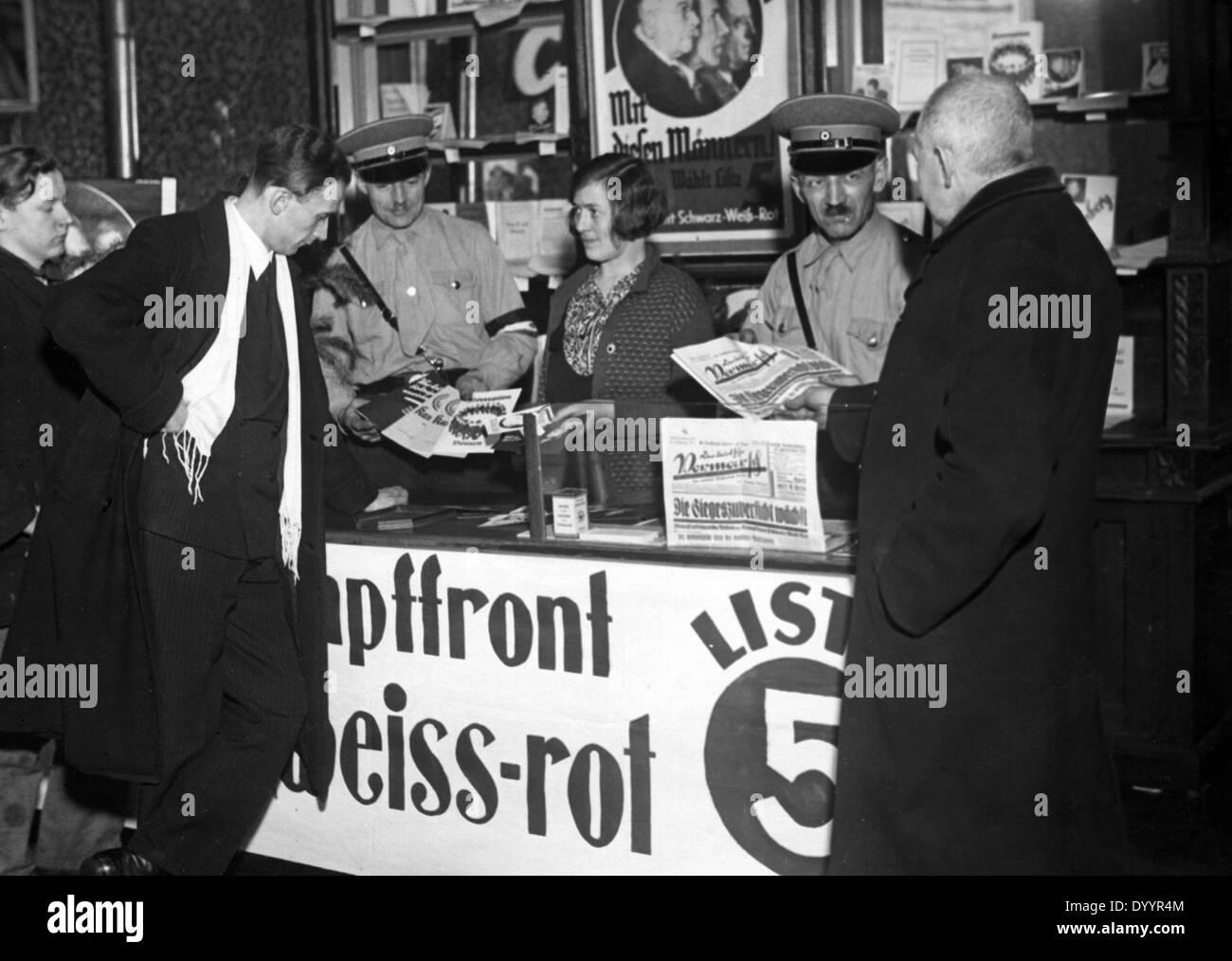 Sale of German National propaganda material, 1933 - Stock Image