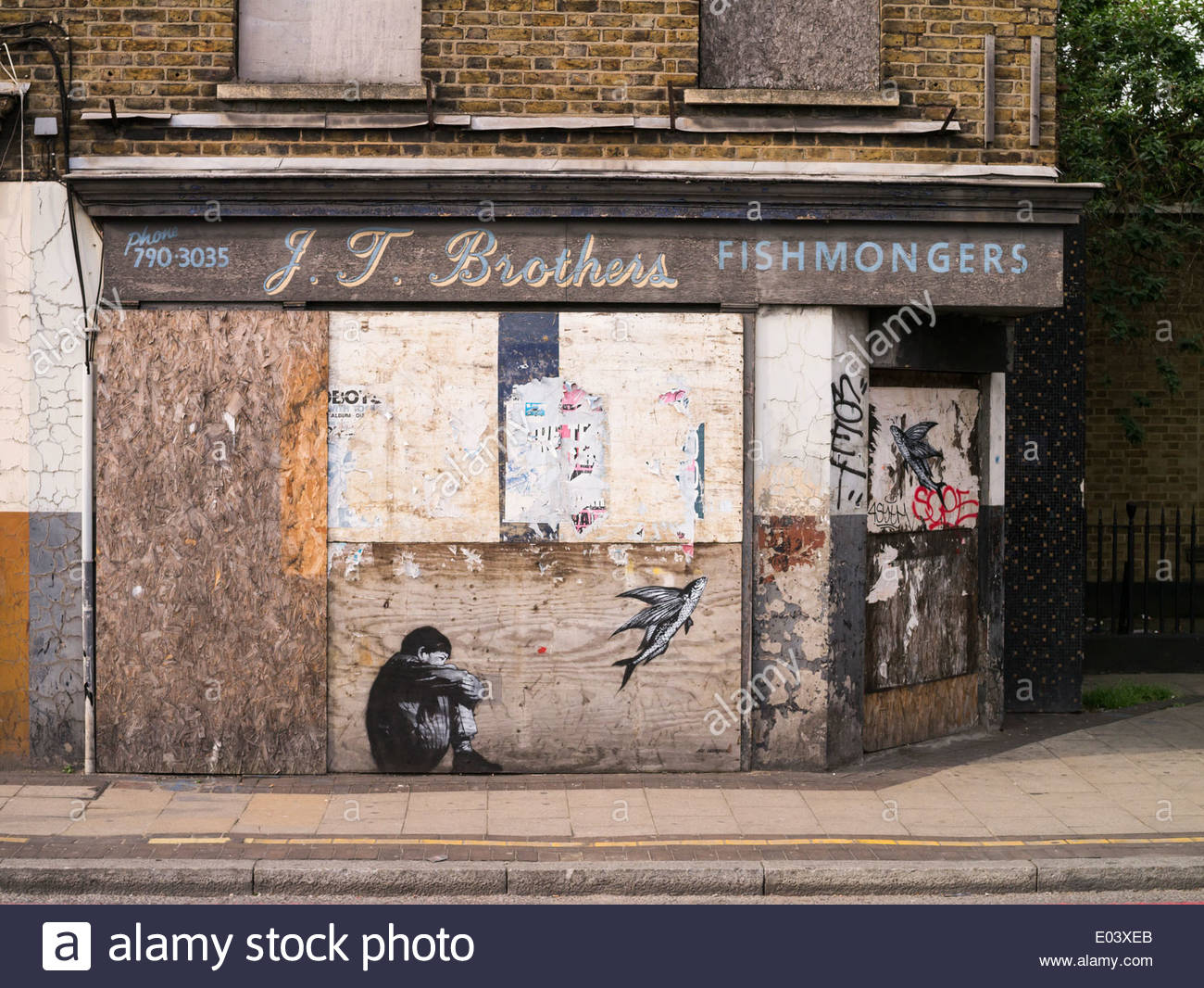 boarded-up-shop-formerly-a-fishmongers-o