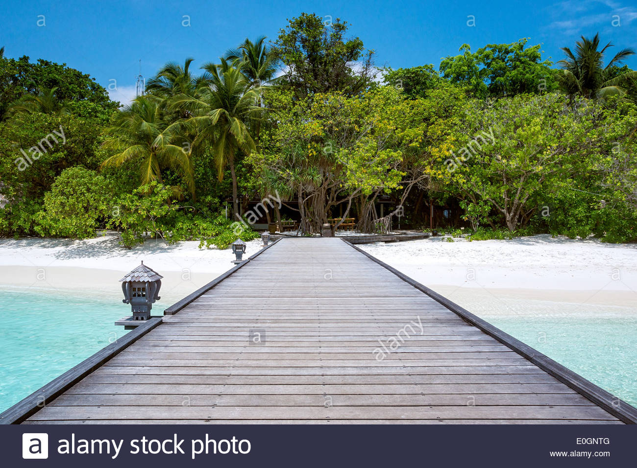Maldives : main jetty (pier) and beach of Royal Island resort and spa on Horubadhoo island - Baa atoll - Stock Image