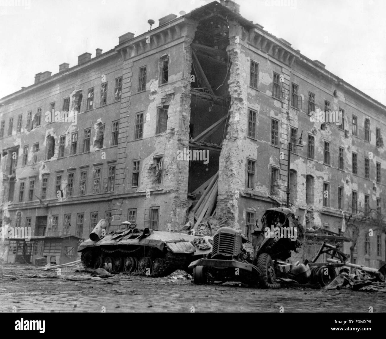 Destroyed Soviet tank during Hungarian Revolution - Stock Image