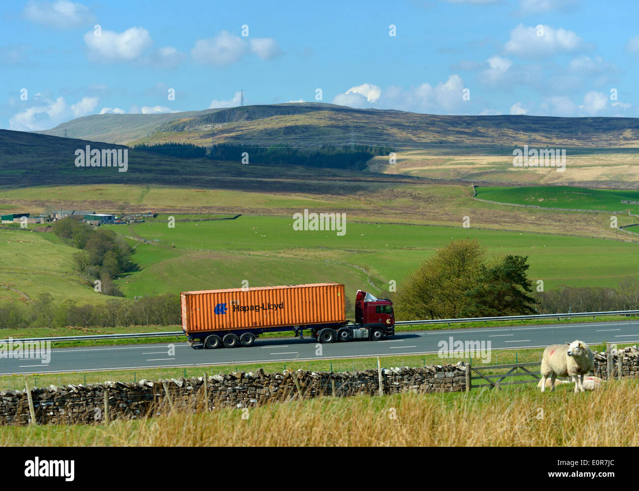 hapag-lloyd-container-hgv-on-m6-motorway-shap-cumbria-england-united-E0R7JC.jpg