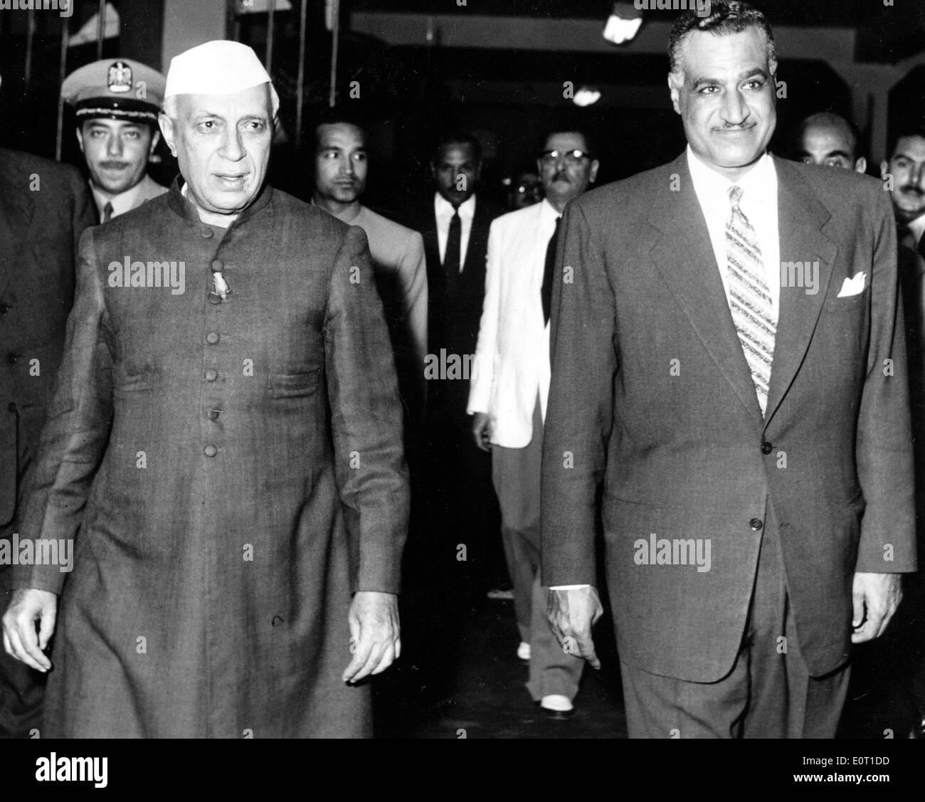 Jawaharlal Nehru with Gamal Abdel Nasser on his visit to Cairo - Stock Image