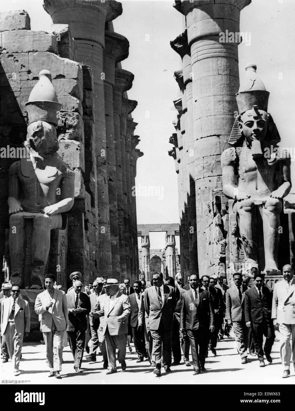 Nikita Khrushchev visits the Temple of Luxor with Gamal Abdel Nasser - Stock Image