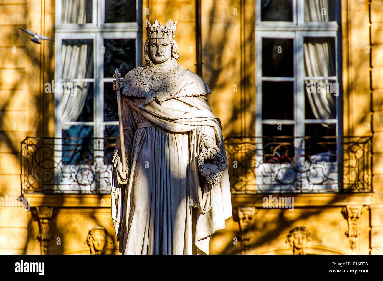 Europe, France, Bouches-du-Rhone, Aix-en-Provence. Cours Mirabeau, Statue of Roi Rene. - Stock Image