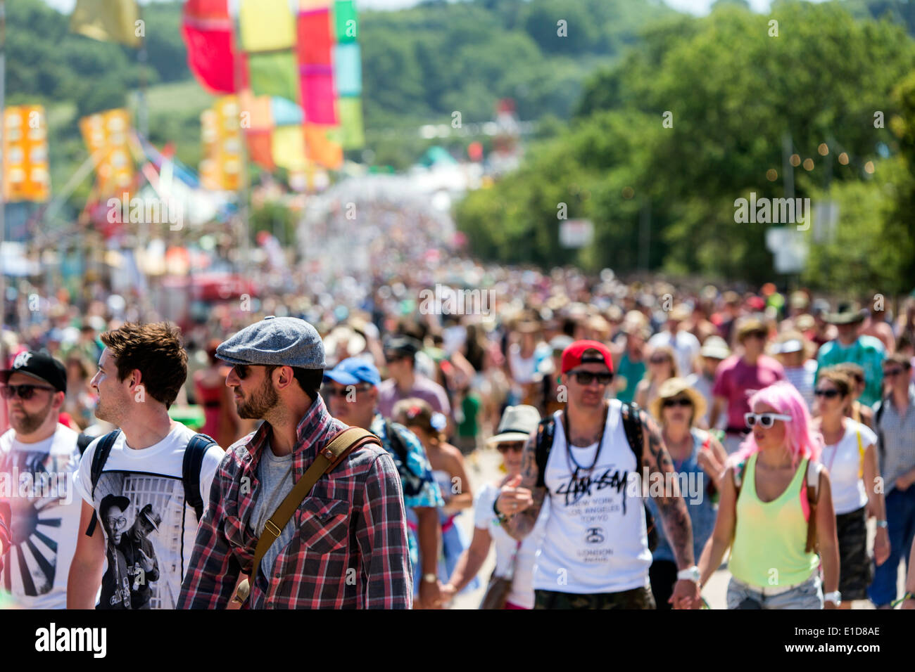 crowded-people-in-glastonbury-festival-2