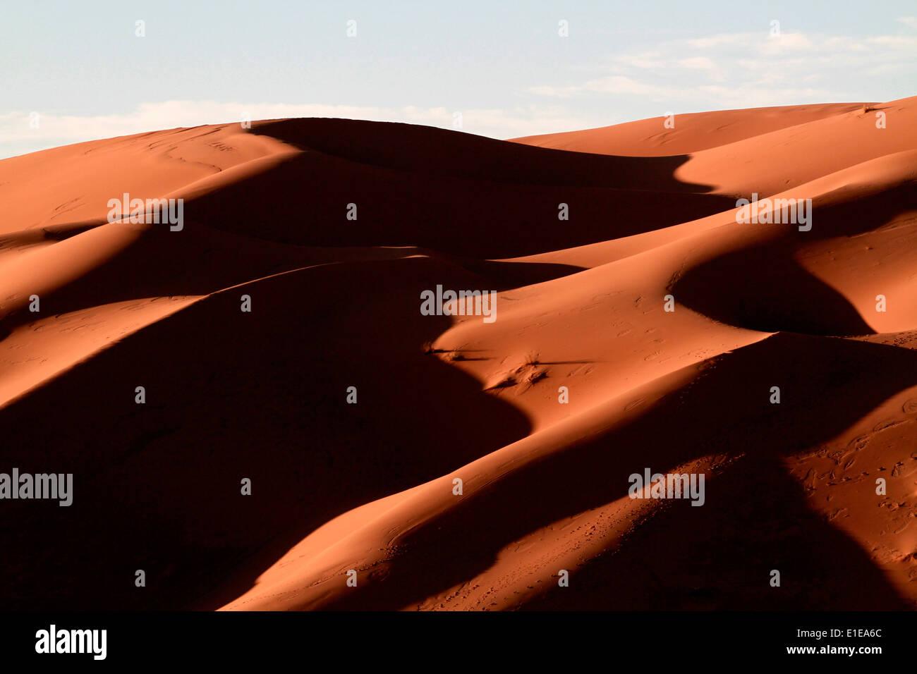 Erg Chebbi sand dunes in the Sahara desert near Merzouga, Morocco - Stock Image