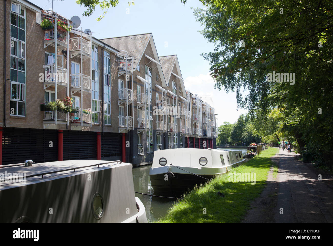 homes and barges on grand union canal along harrow rd london uk rh alamy com  houses on barges