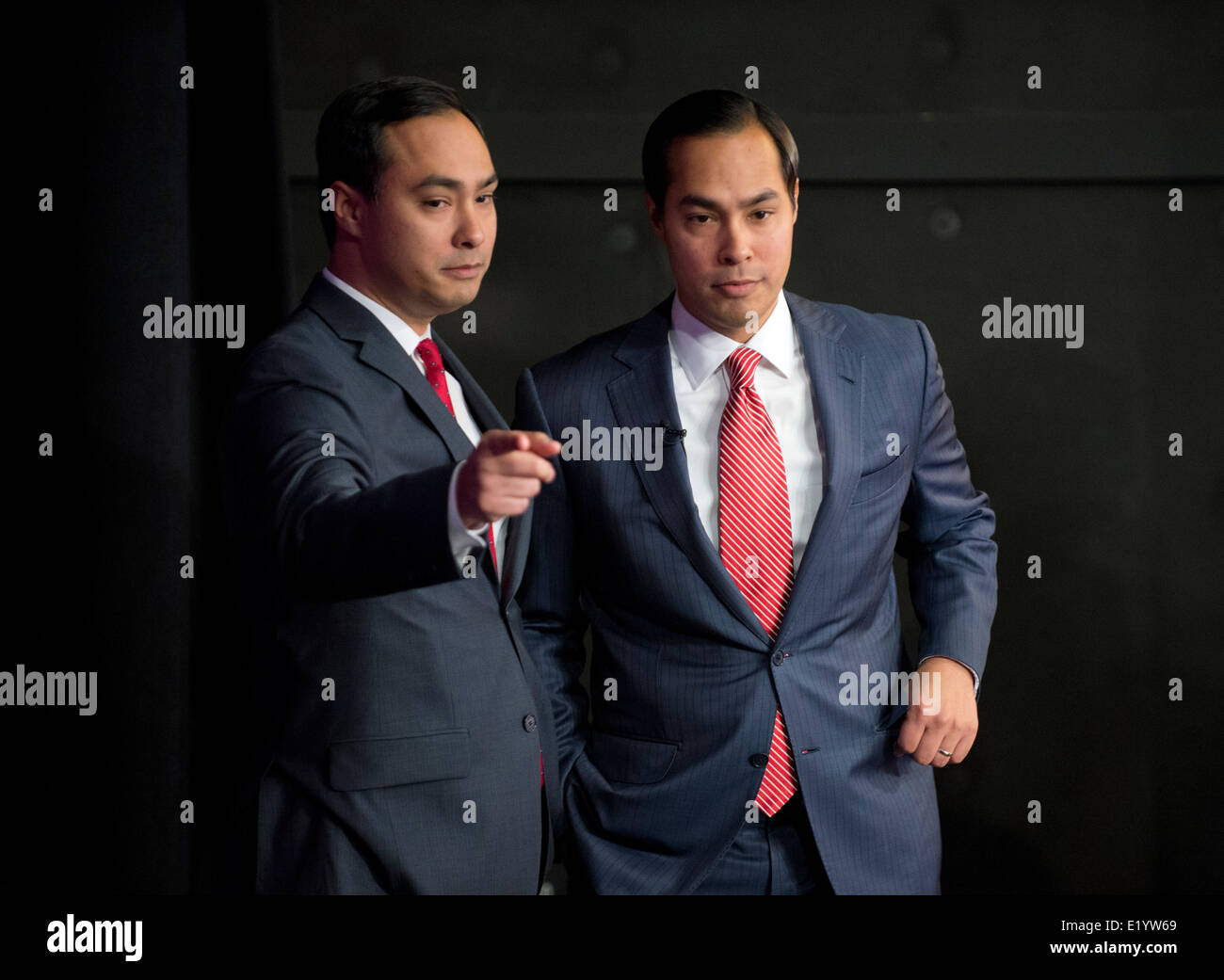San Antonio Mayor Julian Castro, right, with his identical twin brother, U.S. Congressman Joaquin Castro Stock Photo