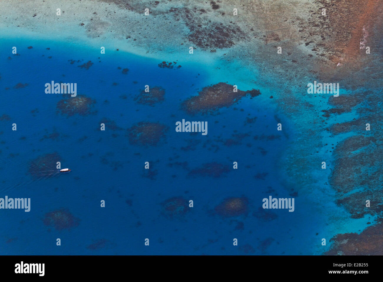 Maldives, atoll (aerial view) - Stock Image