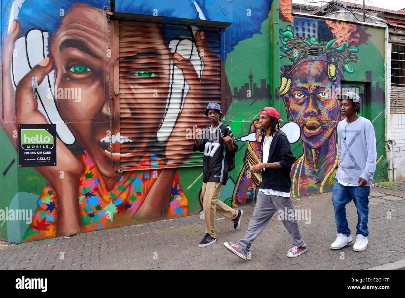 South Africa Gauteng province Johannesburg Braamfontein district group of youths in front of a mural in De Korte - Stock Image