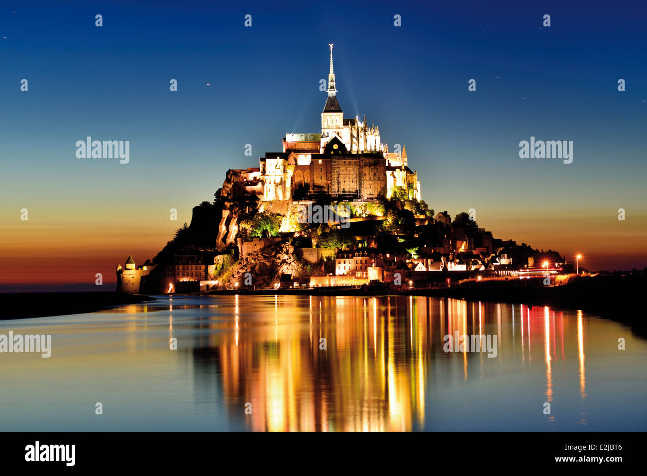 France, Normandy: Le Mont Saint Michel by night - Stock Image