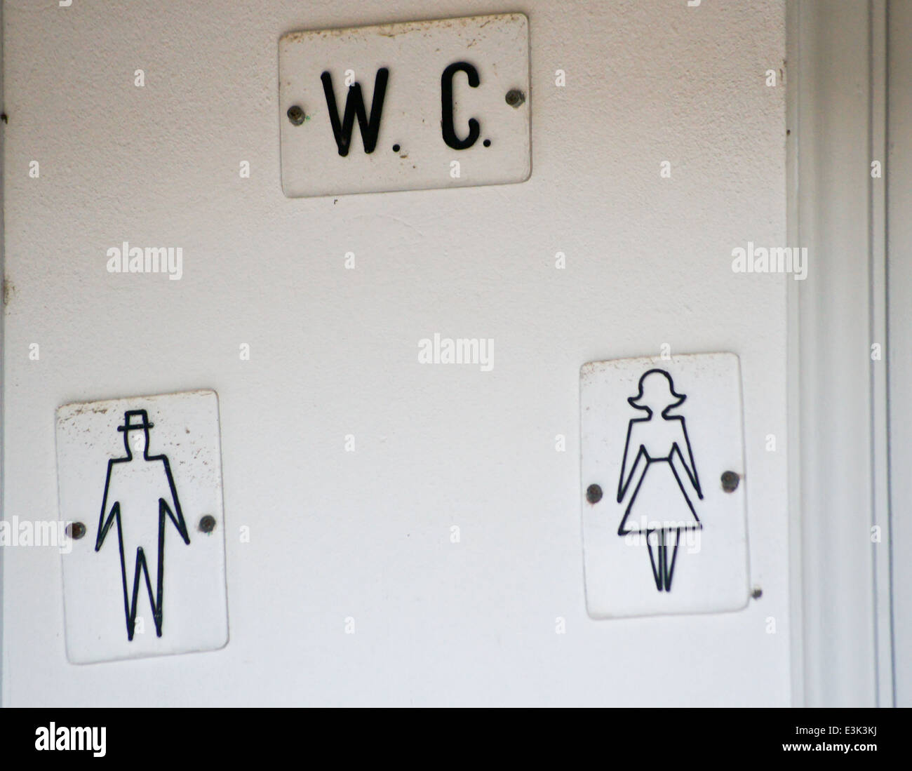 toilet-sign-with-diagrams-of-man-and-woman-kos-town-kos-greece-E3K3KJ.jpg