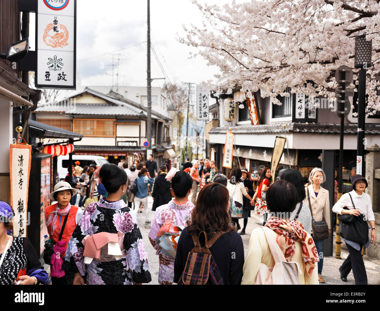 Matsubara-dori street filled with people during cherry blossom season in Higashiyama, Kyoto, Japan 2014. Stock Photo