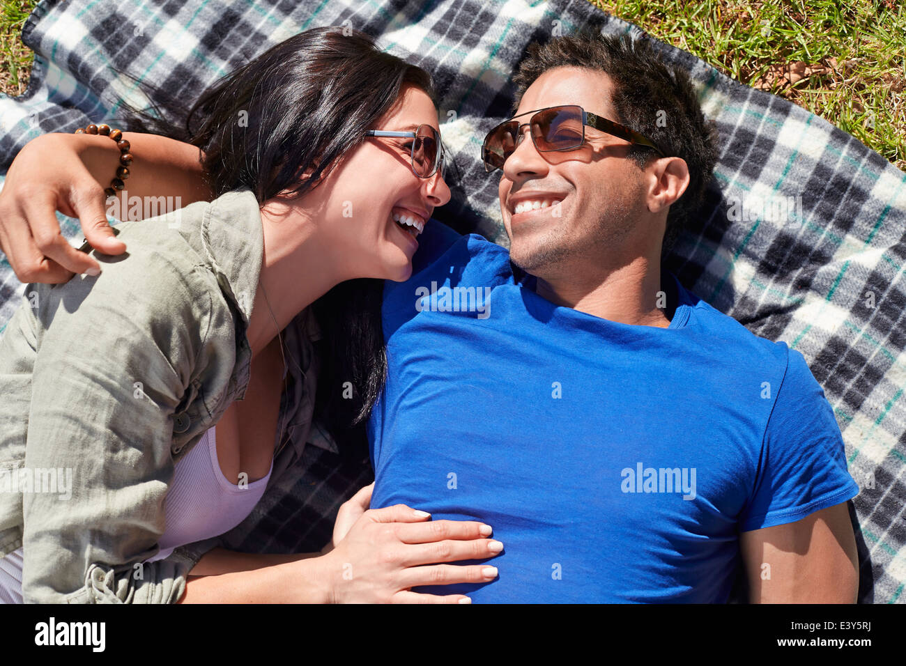 Overhead view of couple on picnic blanket - Stock Image