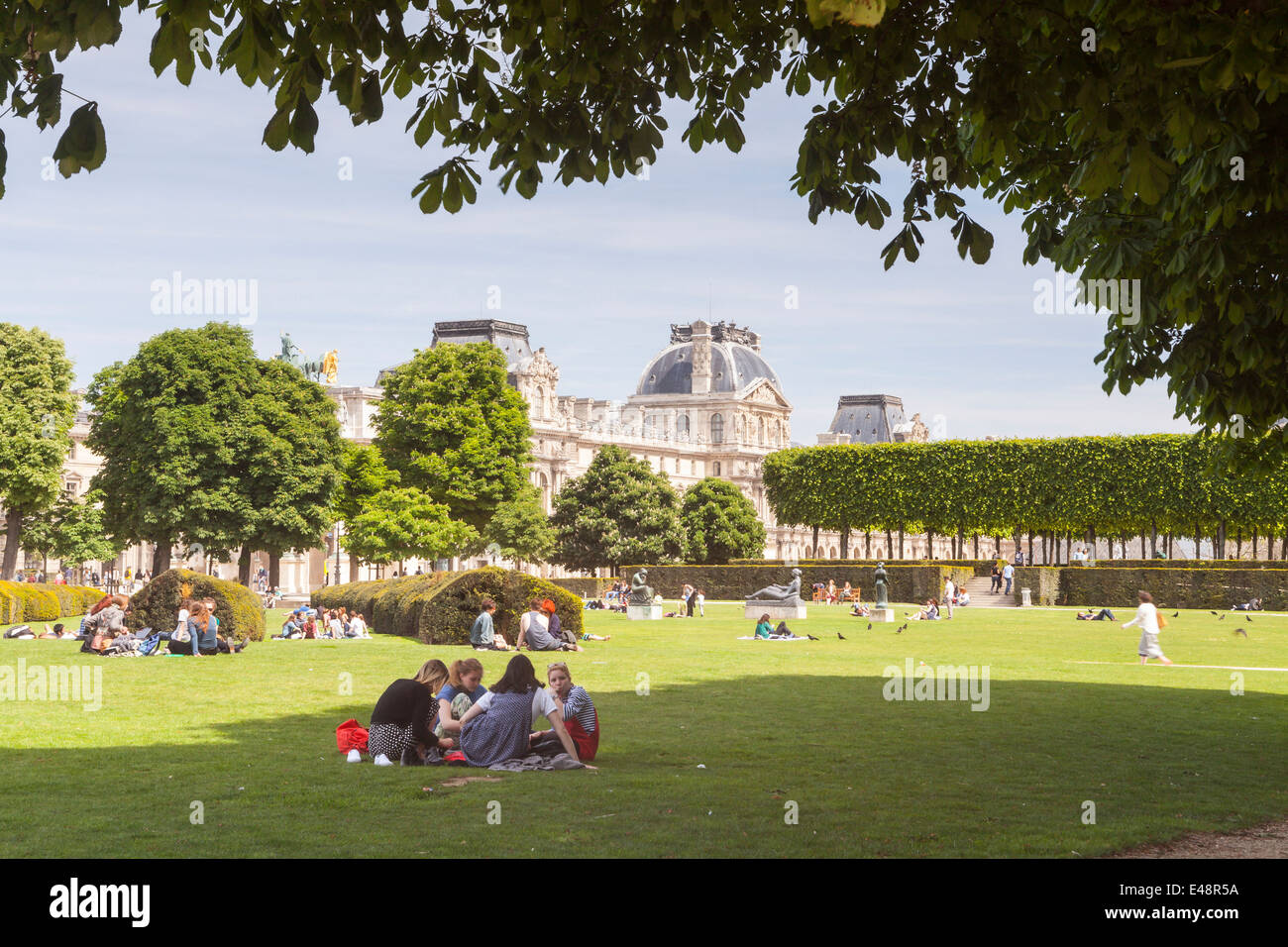 Jardin des Tuileries and the Louvre Museum, Paris. The museum is one of the largest in the World. - Stock Image