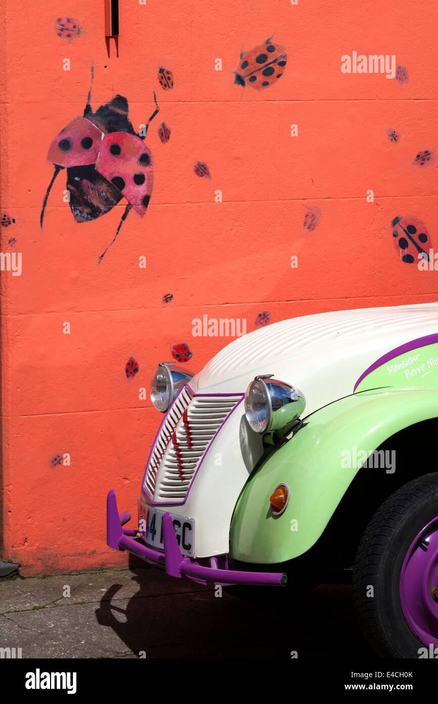brightly-coloured-citroen-in-front-of-brightly-coloured-wall-pembrokeshire-E4CH0K.jpg