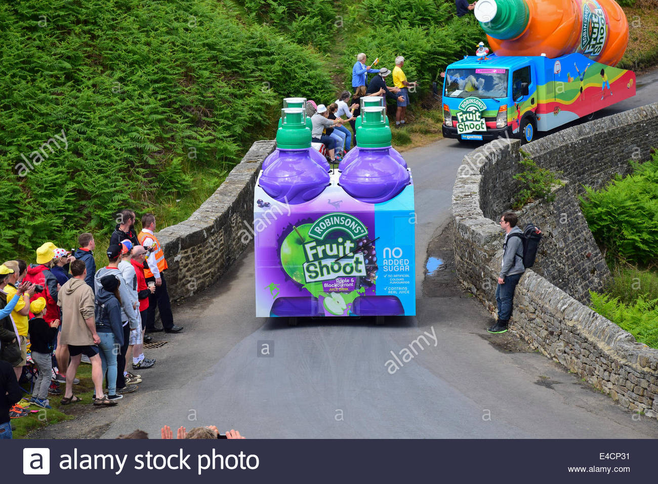 robinsons-fruit-shoot-float-crosses-the-