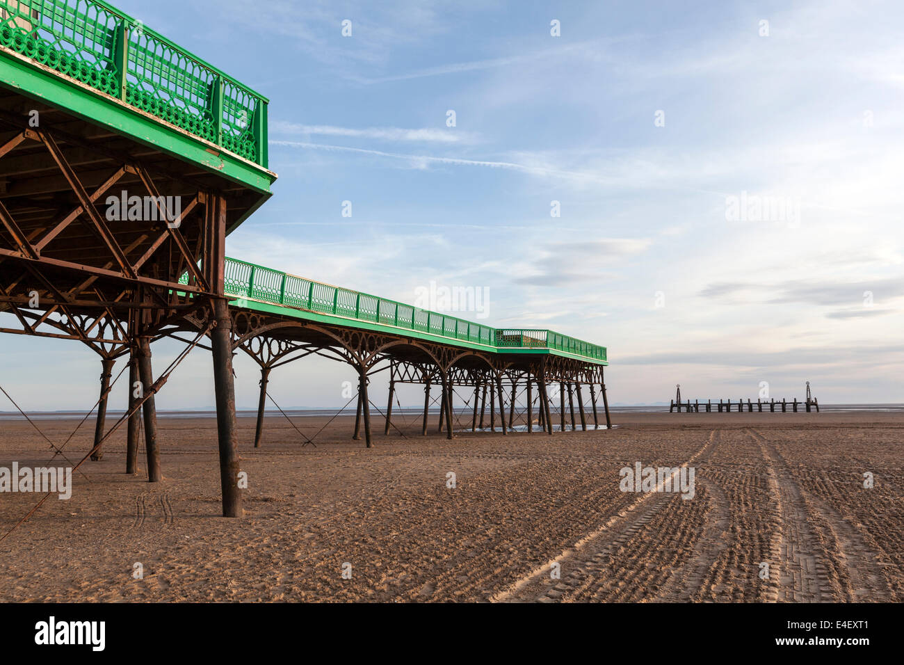 st-annes-pier-is-a-victorian-era-pleasure-pier-in-the-english-seaside-E4EXT1.jpg