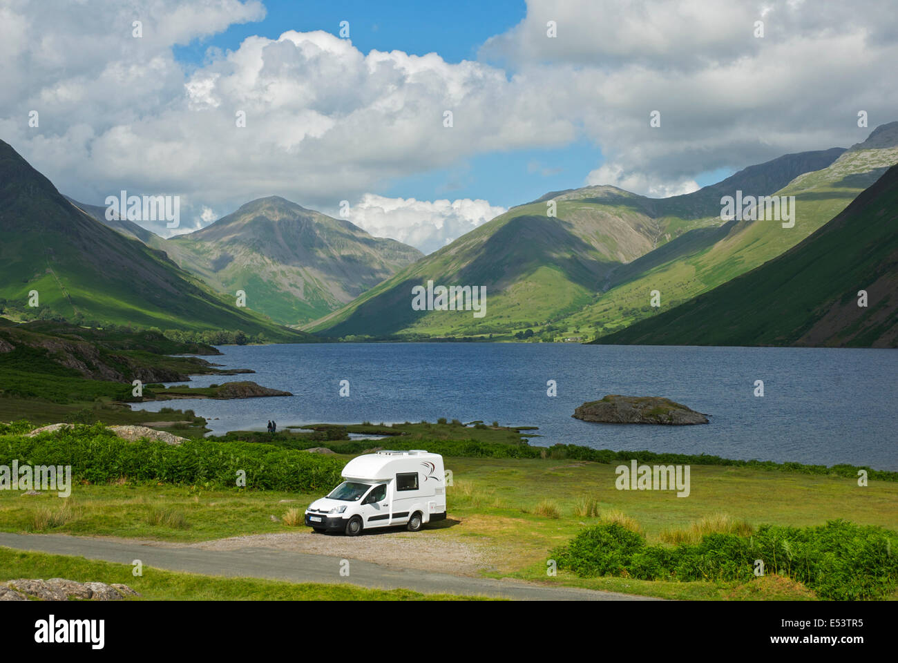 romahome-r25-parked-next-to-wastwater-lake-district-national-park-E53TR5.jpg