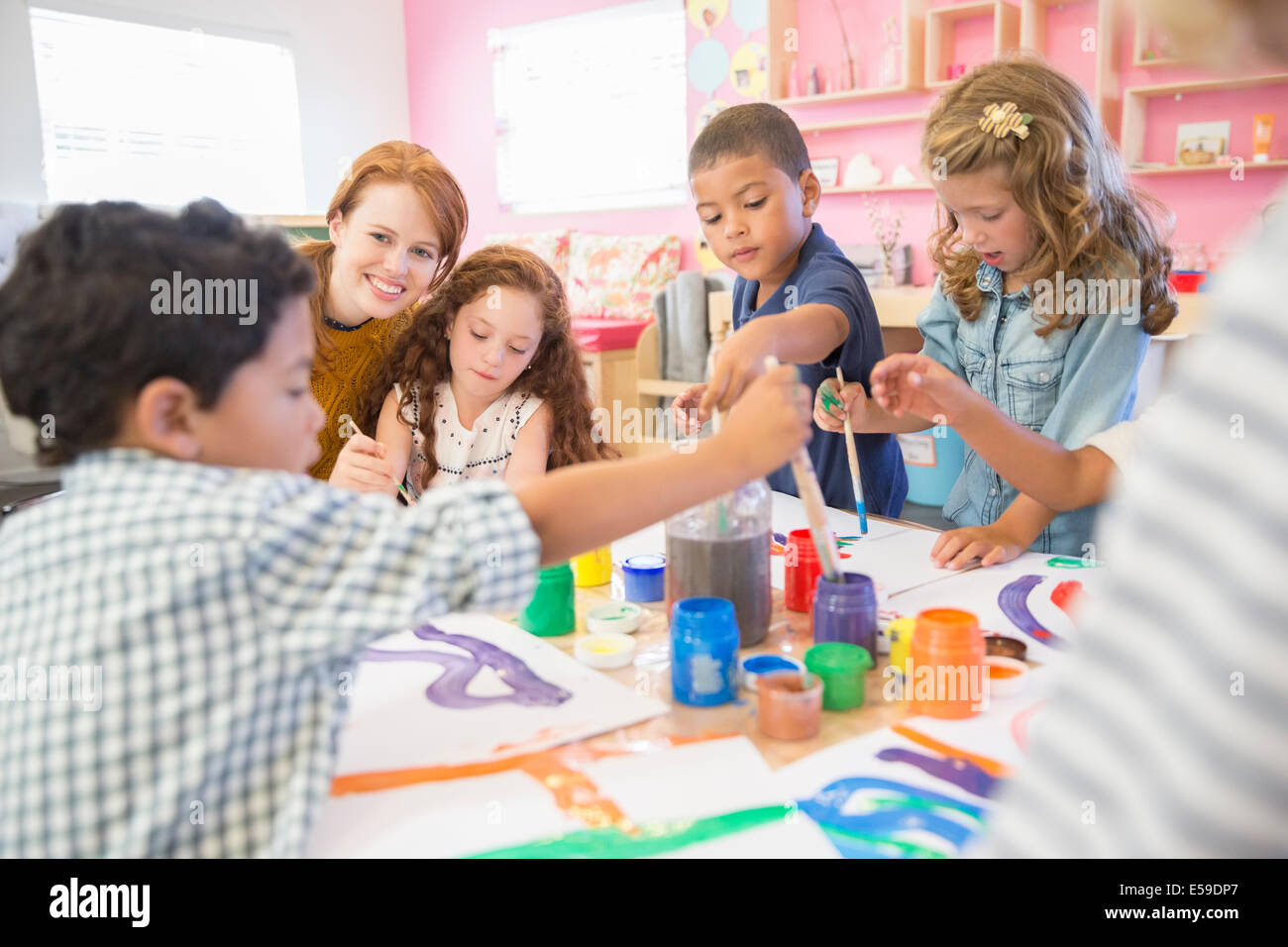 Students painting in class - Stock Image