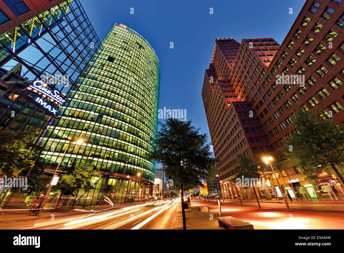Germany, Berlin: Nocturnal view of the Potsdam Square (Potsdamer Platz) - Stock Image
