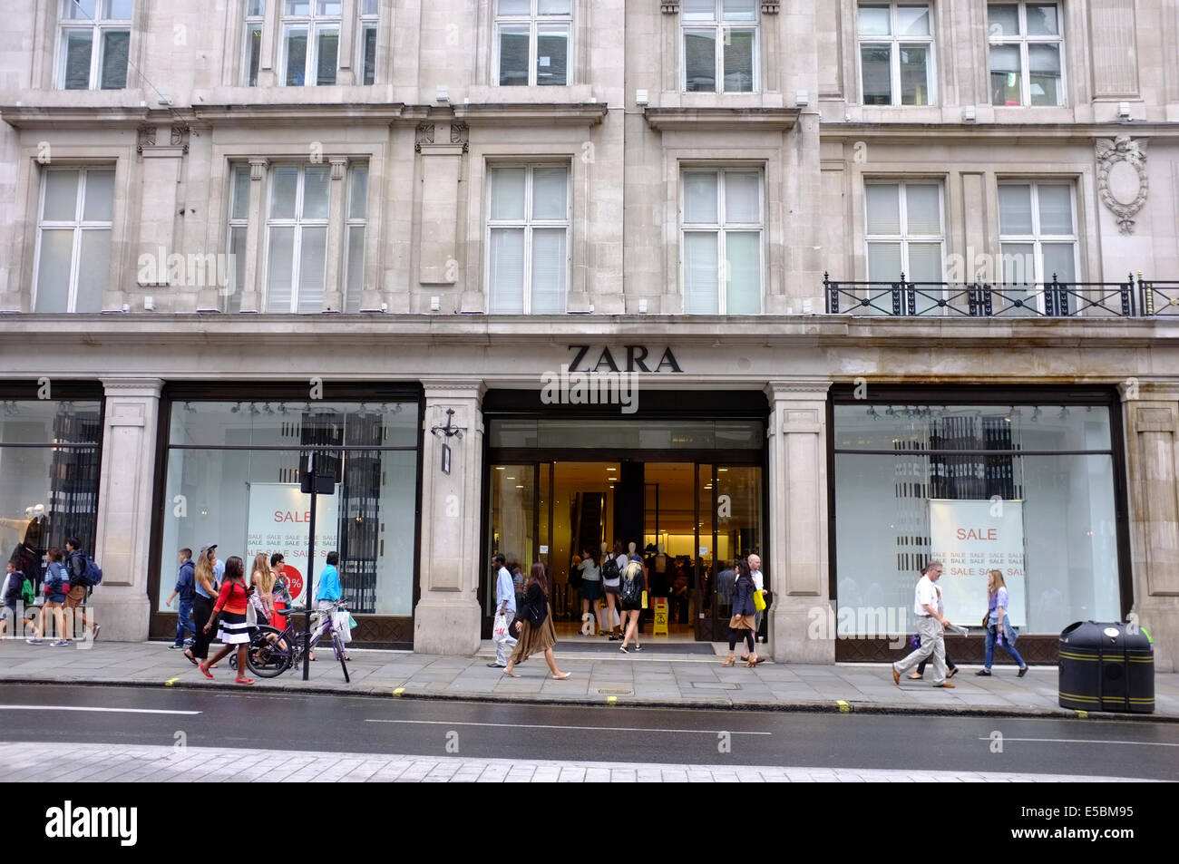 zara store on regent street london stock photo 72172161. Black Bedroom Furniture Sets. Home Design Ideas