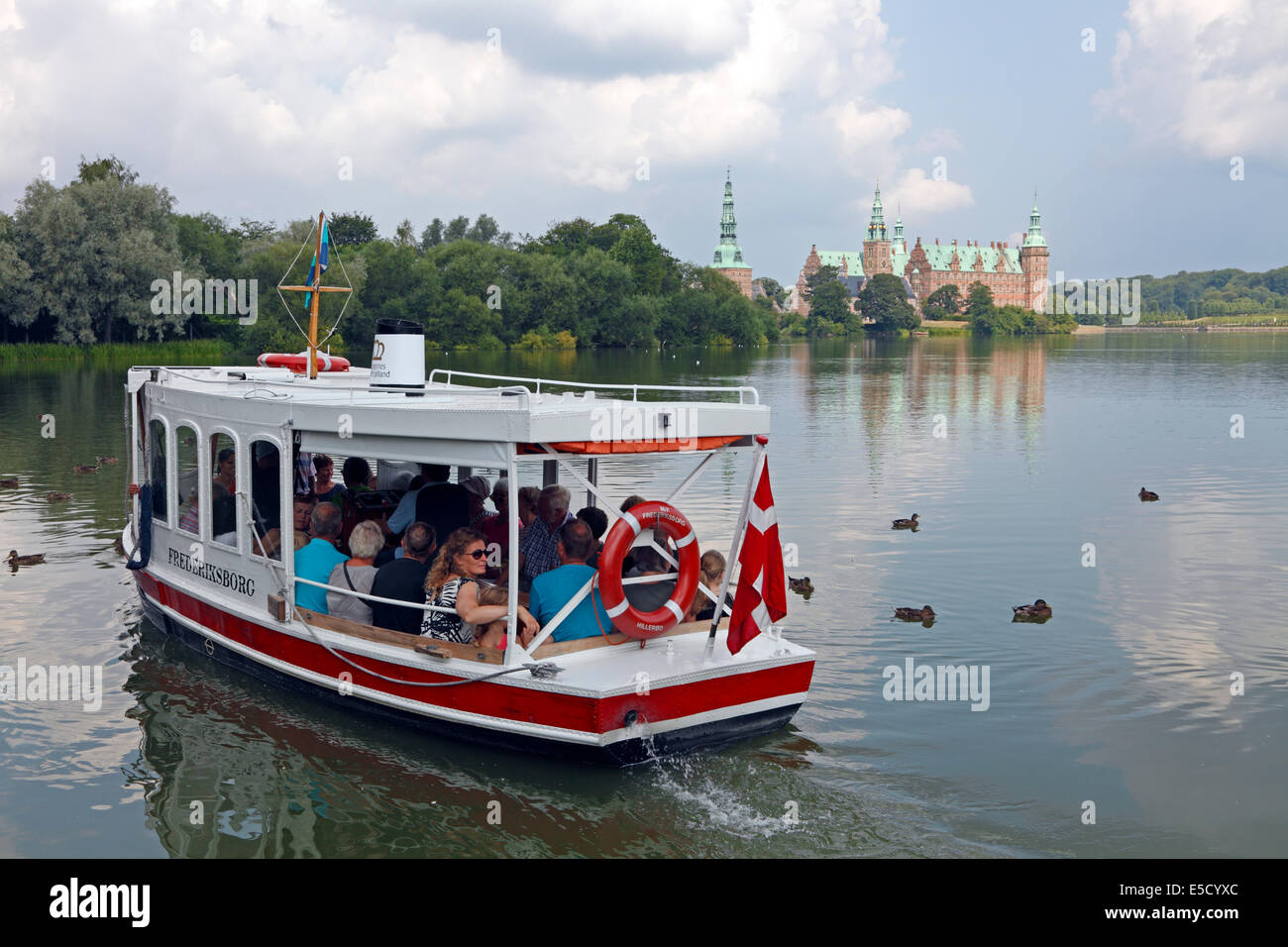 the-castle-lake-ferry-mf-frederiksborg-l