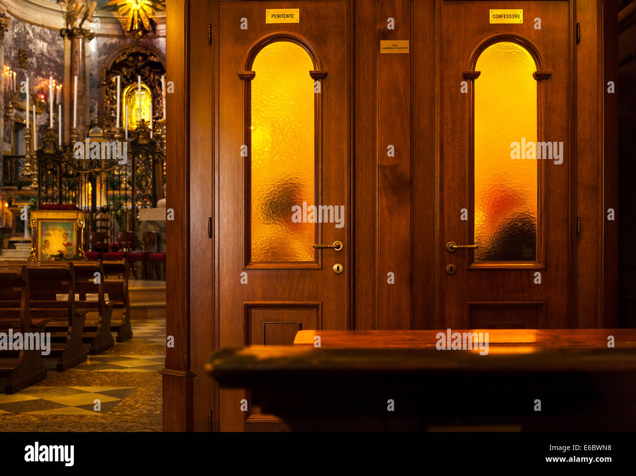 https://c7.alamy.com/comp/E6BWN8/priest-hearing-confession-in-confessional-box-booth-in-roman-catholic-E6BWN8.jpg