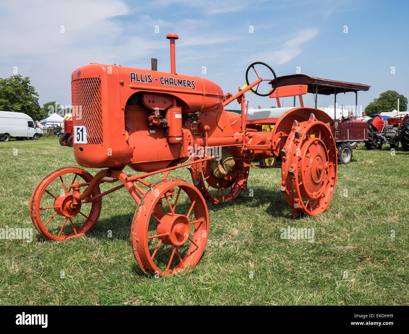veteran-1942-allis-chalmers-type-b-tractor-at-show-ground-for-stow-E6DHH9.jpg