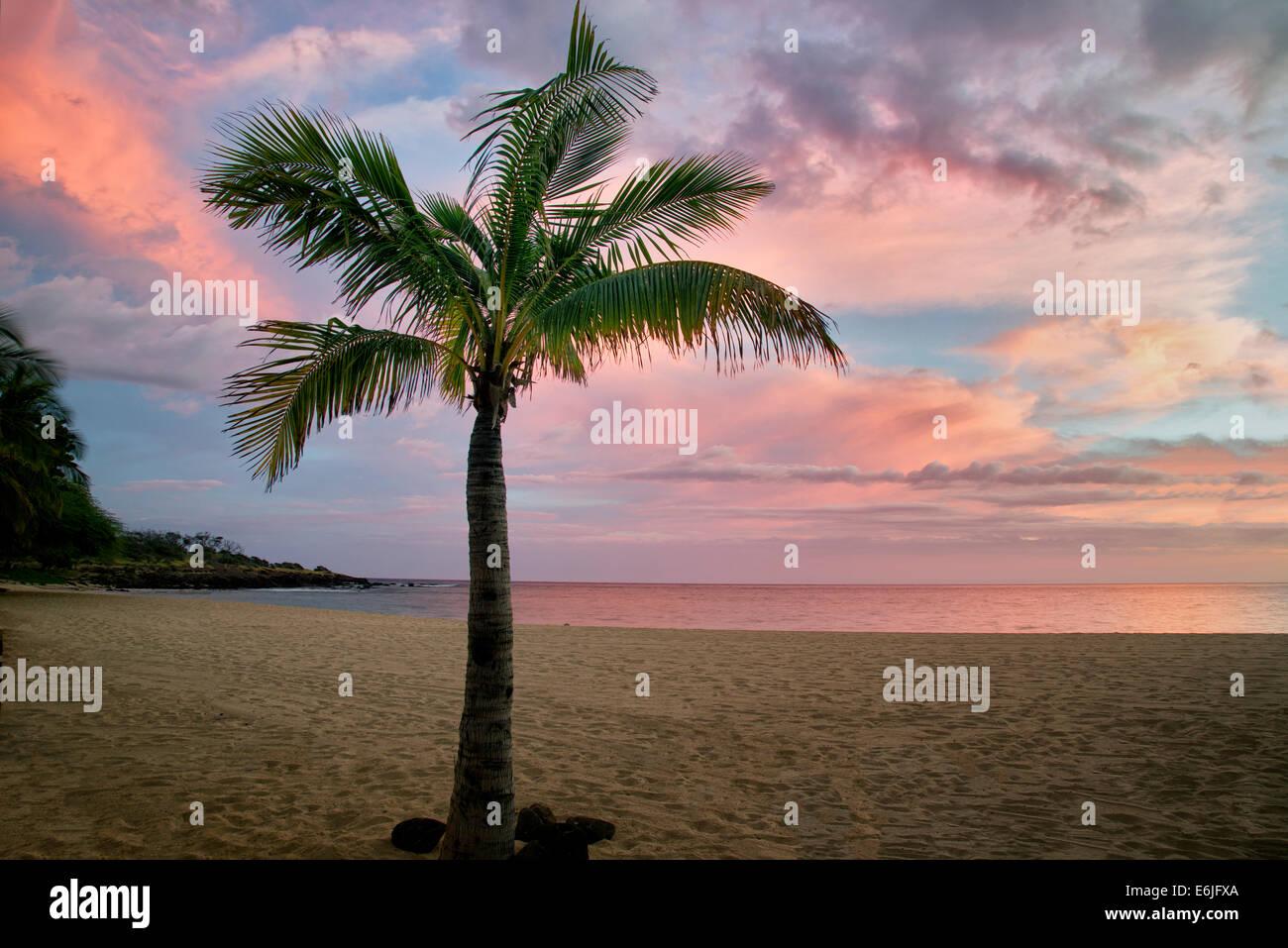 Beach and sunset at Hulopoe Beach. Four Seasons at Manele Bay, Hawaii - Stock Image