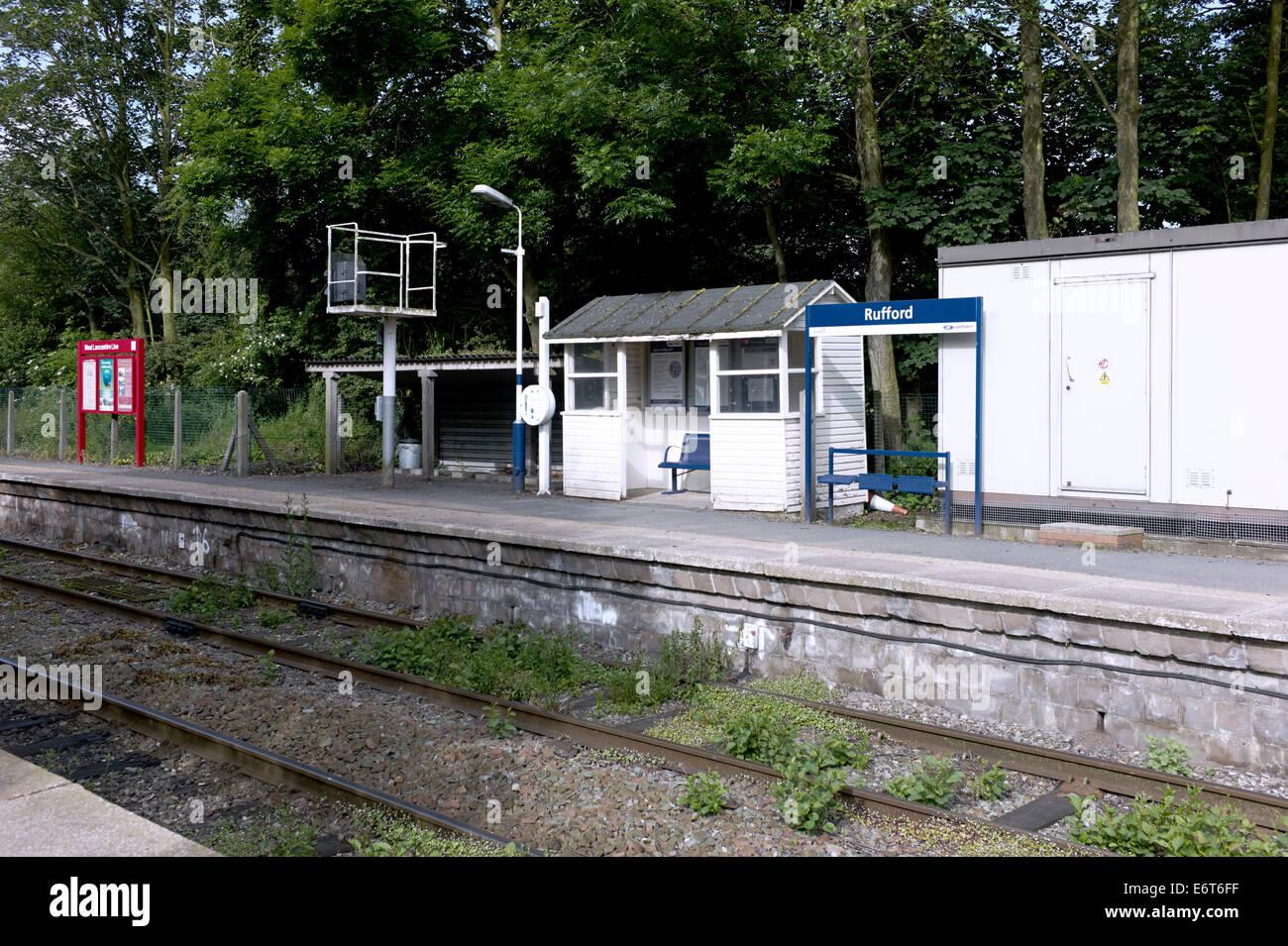 Rufford station platform - Stock Image
