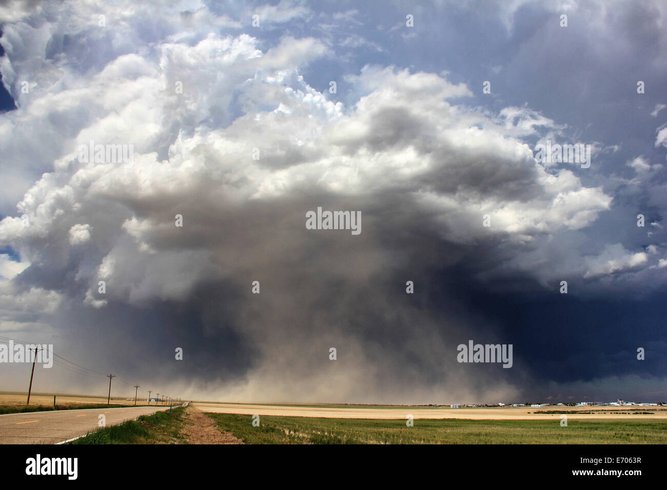 A massive supercell sucks up dust into the updraft leading to a violent dust storm, Sheridan Lake, Colorado, USA - Stock Image