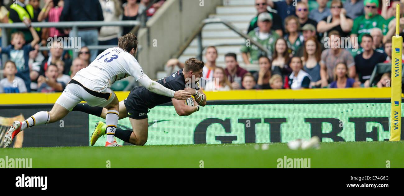 Twickenham, UK. 06th Sep, 2014. Aviva Premiership Rugby. Saracens versus London Wasps. Saracens winger David Strettle - Stock Image