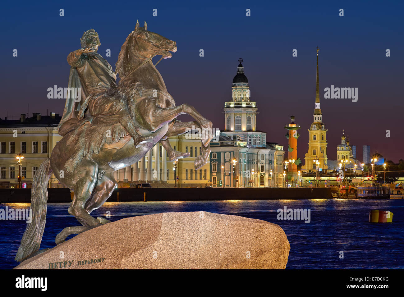 Night view of the center ST.PETERSBURG, and the monument Peter 1 - Stock Image