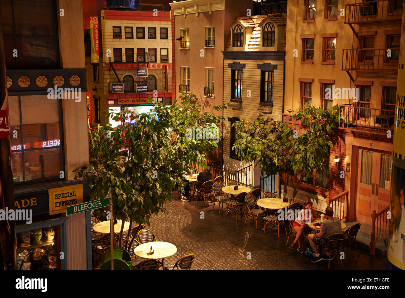 Bars cafes and restaurants at greenwich village new for Appartamenti greenwich village new york