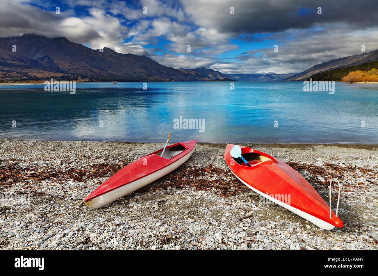 Red kayaks at the lakeside, Wakatipu Lake, New Zealand - Stock Image