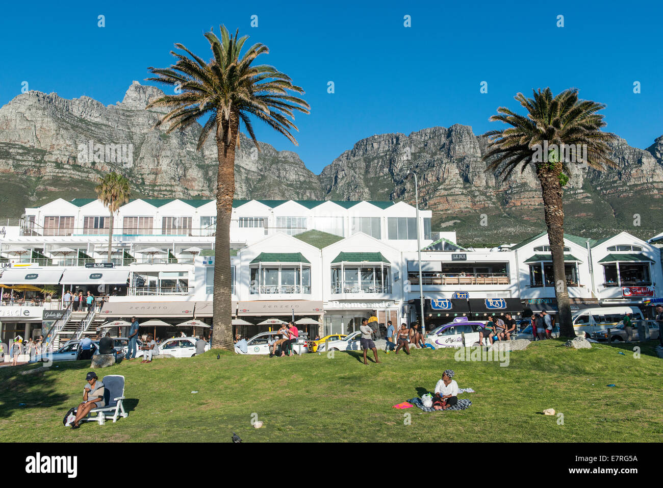 Hotel And Table Mountain People Relaxing Camps Bay Cape Town - Table mountain hotel cape town