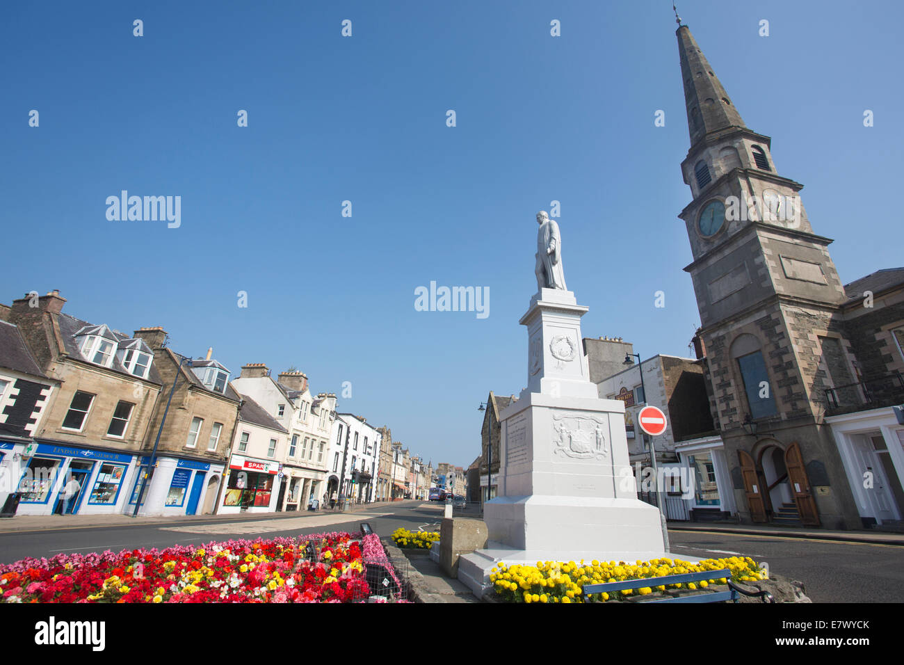 Statue of Sir Walter Scott and couthouse, Selkirk, The Royal and Ancient Burgh of Selkirk, Scottish Borders, Scotland, - Stock Image