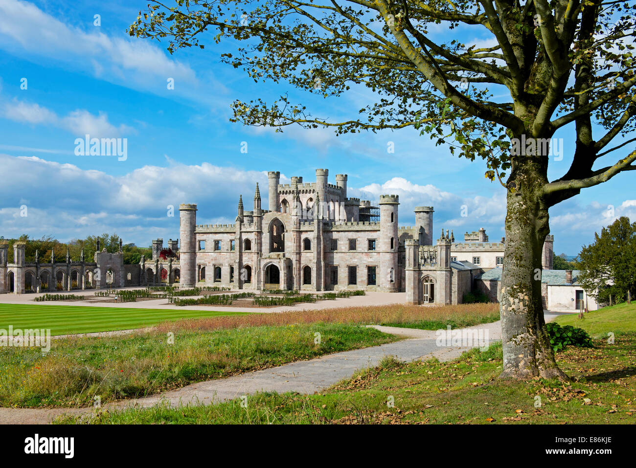 the-ruins-of-lowther-hall-near-penrith-cumbria-england-uk-E86KJE.jpg
